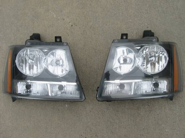 Photo Pair of front Headlights for 2007-2014 Chevy Tahoe Avalanche GMC Subu - $80