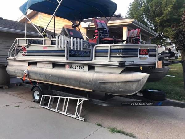 Photo Pontoon Boat - $5,200 (Valley)