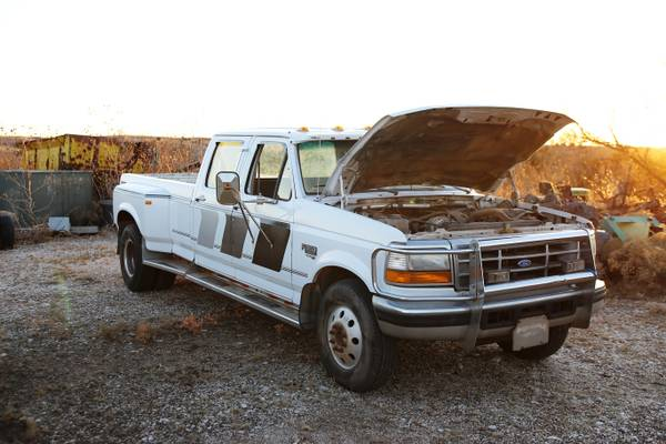 Photo Powerstroke engine 1997 Ford F350 dually - $975