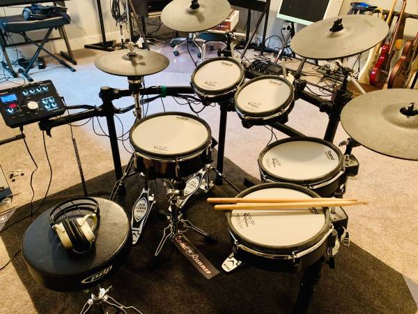 Photo Roland TD-25KV Drum Kit (with extras) - $1,950