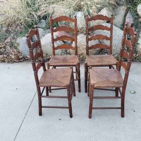 Photo Set of 4 Antique ladder back,rush seat chairs - $200 (Omaha)
