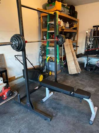 Photo Squat rack benchOlympic weights - $350 (council bluffs)