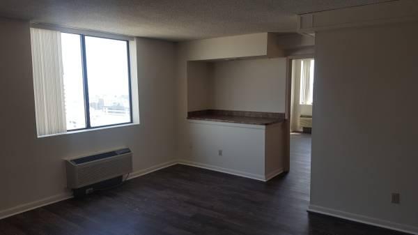 Photo Studio Apts-NO RENT UNTIL NOVEMBER (Westbrook Tower Apartments 2121 Douglas Street Omaha, NE)