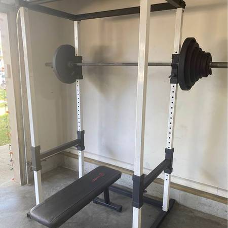 Photo Sturdy squat cage, Bench and 300 pound Olympic weight set - $1,250 (COUNCIL BLUFFS)