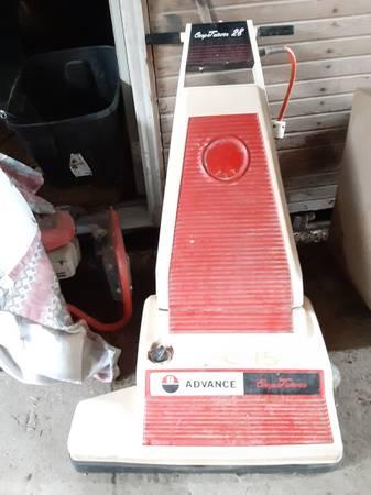 Photo WIDE AREA VACUUM CLEANER, ADVANCE CARPETRIEVER 28, USED - $175 (Essex)