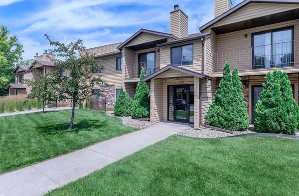 Photo Welcome to Oakwood Trail Apartments located (Omaha, NE)
