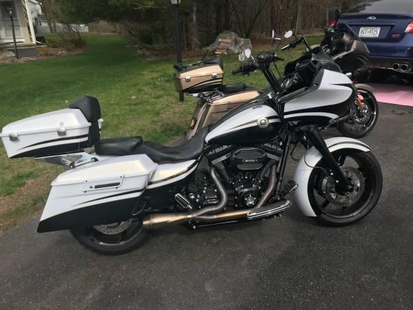 Photo 2012 Harley Davidson cvo road glide - $24,000 (Rensselaer)