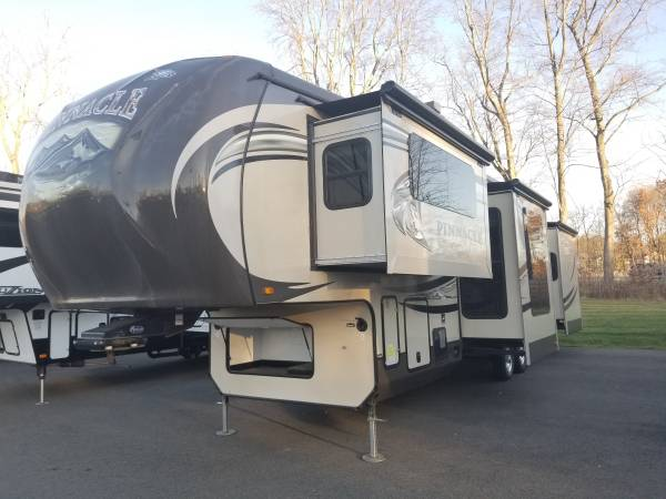 Photo 2014 Jayco Pinnacle 38FLFS - $31,995 (Latham)