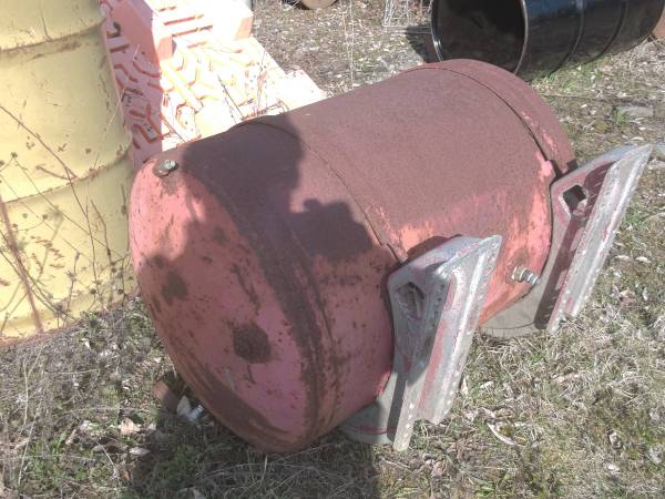 Photo 50 gallon truck mount air tank - $75 (Fly Creek)