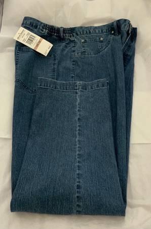 Photo Alfred Dunner Jeans Womens Size 12Short New - $20 (Guilderland)