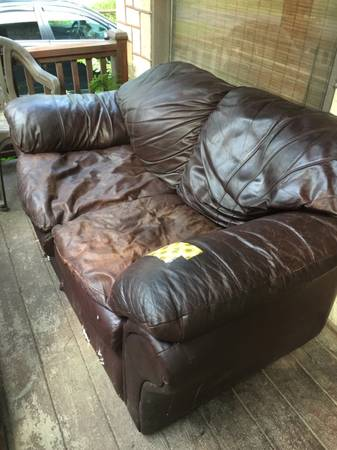 Photo Brown Leather Loveseat well worn FREE (West Oneonta)