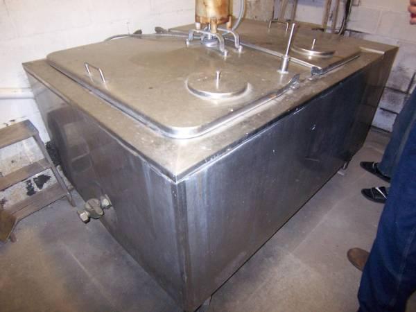 Photo Bulk Milk Tank, 500 Gallon with Agitator Stainless - $1,200 (MilfordOneonta)
