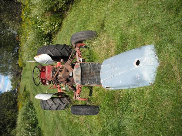 Photo FORD PARTS TRACTOR - $600 (Hartwick)