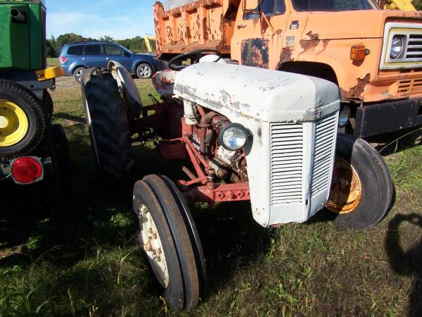 Photo Ford Tractors 2 Double Deal Jubilee and Furguson - $5,000 (MilfordOneonta)