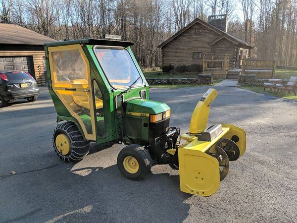 Photo John Deere 445 lawngarden tractor w Snowblower  Mower deck - Clean - $6,750 (Oneonta, NY)