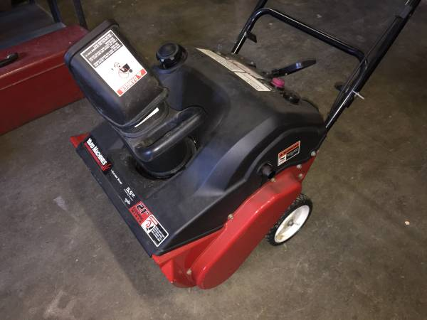 Photo MTD, ELECTRIC START, two stroke single stage 213939 snow thrower, electr - $225 (Latham NY)
