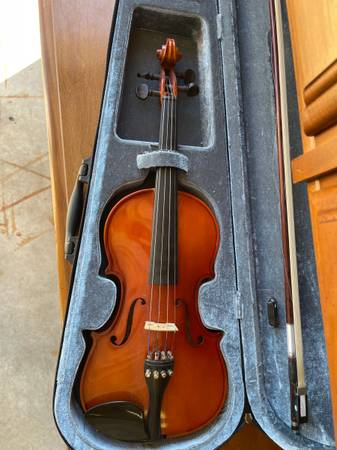 Photo Mozart from Meisel Violin - 34 Violin - Model 6104 - with bow  case - $20 (East Greenbush)