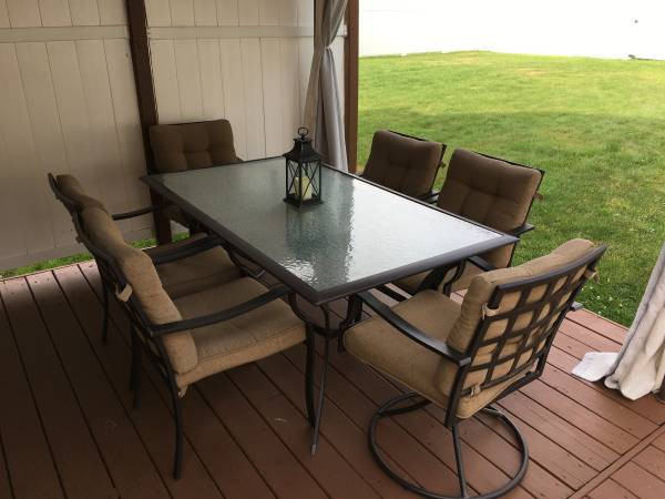 Photo Outdoor furniture - $250