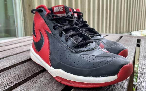 Photo black and red nike basketball shoes (Cooperstown)