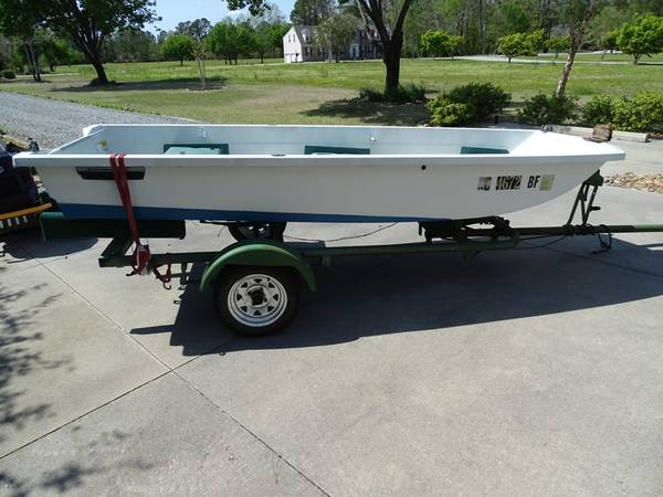 Photo 1239 sears gamefisher with 5HP outboard - $1200 (Havelock 28532)