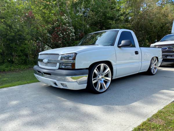 Photo 2004 CHEVY SILVERADO REG CAB, SHORT BED, V8, AIR BAGS,MUST SEE TRUCK - $9500