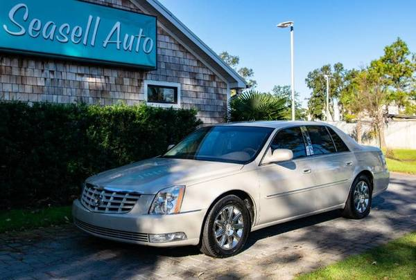 Photo 2011 Cadillac DTS - - $5,880 (2011 Cadillac DTS Seasell Auto)