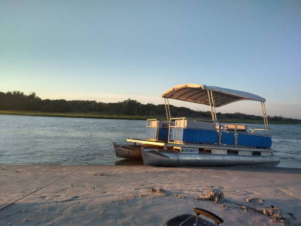 Photo 20ft Pontoon Boat, Trailer, and Four-Stroke Motor - $4,400 (Sneads Ferry)