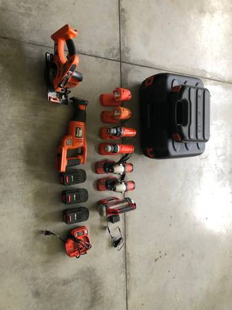 Photo Black and Decker 18V tool set - $60 (Midway Park)
