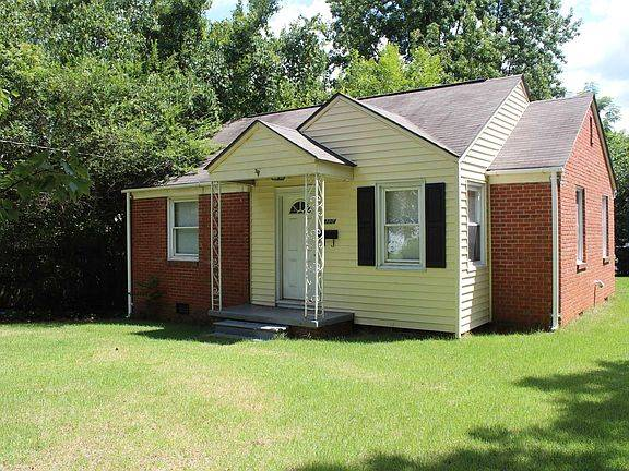 Photo FOR SALE 2 Bedroom Ranch Style Home in Windsor Park (2104 Pelham Rd)