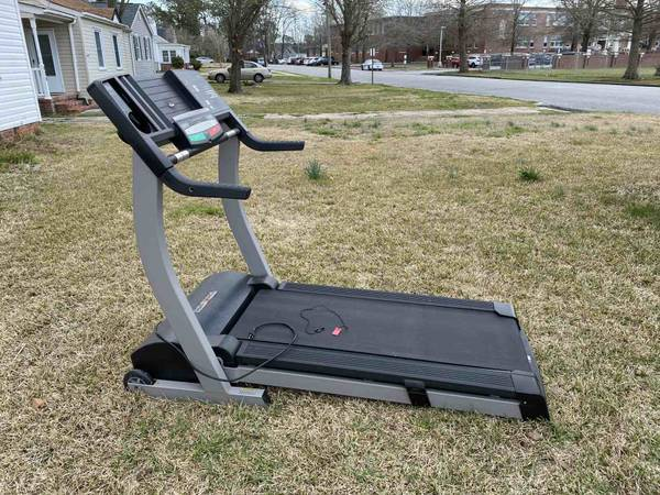Photo Golds Gym Trainer Treadmill - $350 (Jacksonville NC)