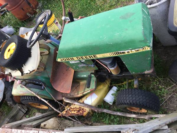 Photo John Deere 111 parts - $100 (Richlands)