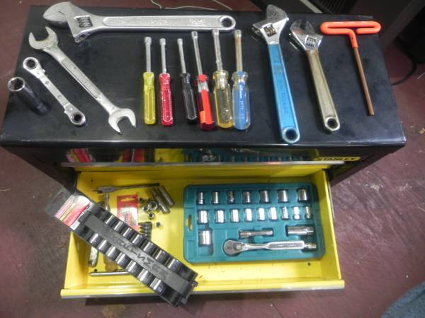 Photo LOT OF TOOLS, HAND TOOLS, MILWAUKEE DRILL CHARGER - $100 (JACKSONVILLE)