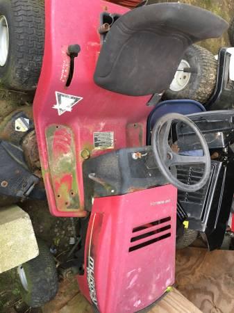 Photo Murray riding mower tecumseh motor - $100 (Richlands)