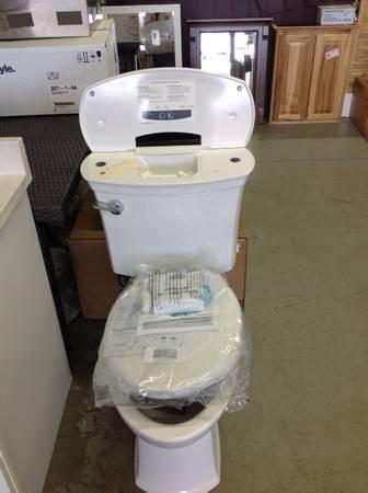 Photo NEW American Standard ActiClean 1.28 GPF Two-Piece Elongated Toilet wi - $355 (La Grange)