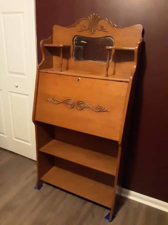 Photo Solid Oak Larkin Desk with Bookcase and Mirror - $275 (Jacksonville)