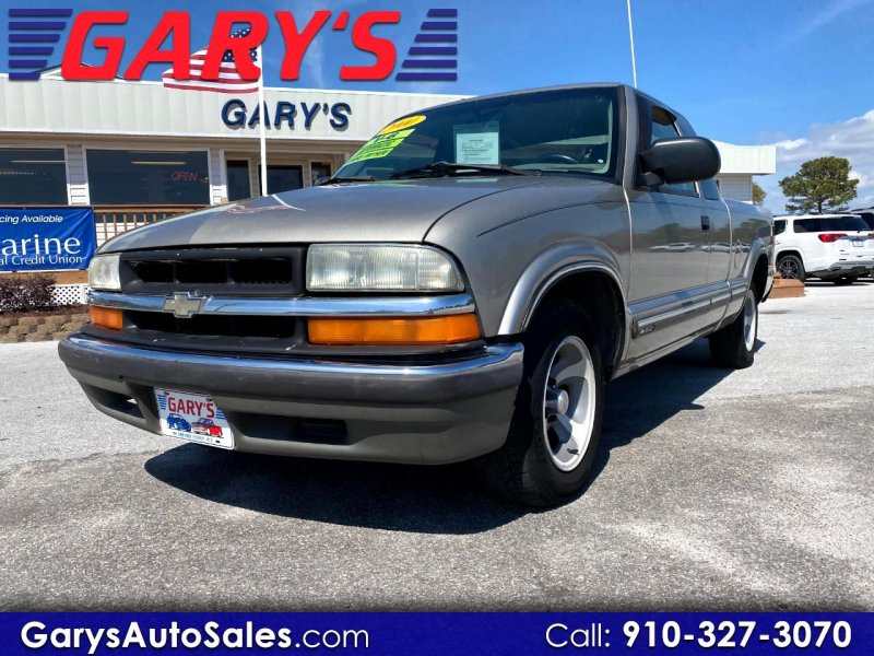 Photo Used 2000 Chevrolet S10 Pickup 2WD Extended Cab for sale