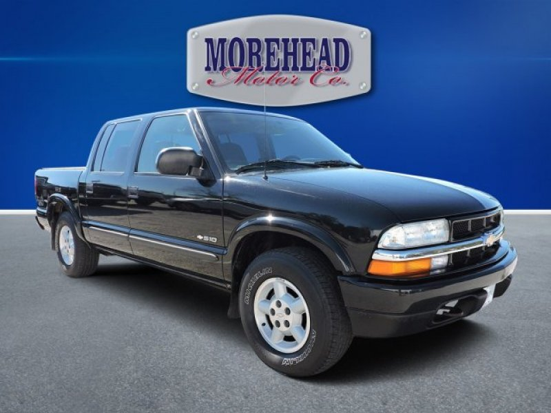Photo Used 2004 Chevrolet S10 Pickup 4x4 Crew Cab LS for sale