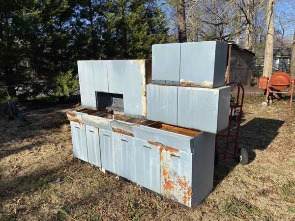 Photo Vintage 195039S Geneva Metal Kitchen Cabinets - $400 (Jacksonville NC)