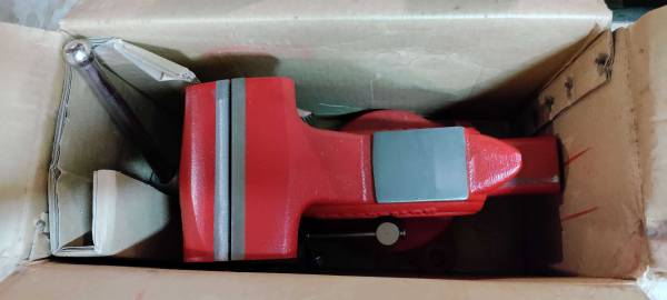 Photo Vintage but new-in-box 4-12quot Craftsman bench vise - delivered free - $150 (Durham County)