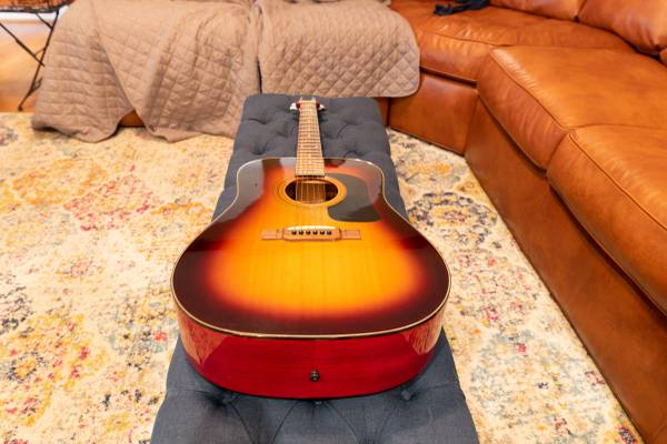 Photo Washburn D10 Acoustic Guitar - $150 (Cary)