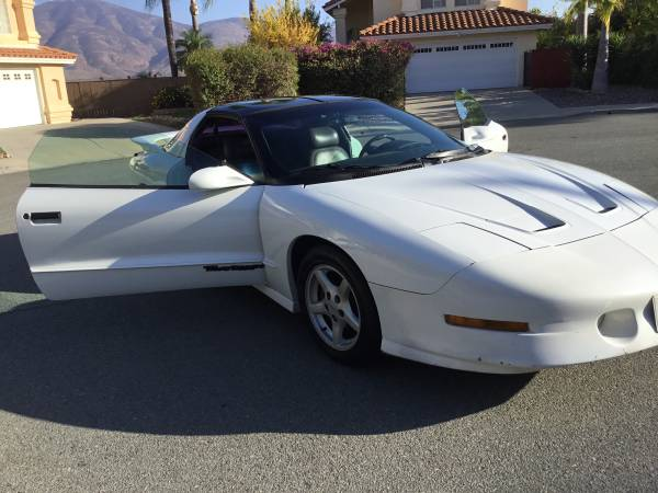 Photo 1995 Pontiac Trans am old school 5.7 motor t tops fast ride smog check - $3,750 (Oceanside)
