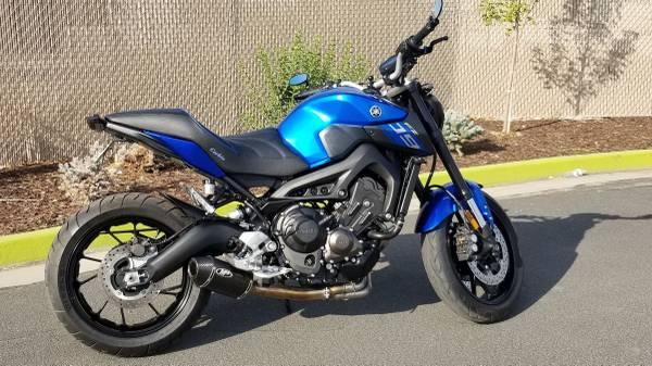 Photo 2016 Yamaha FZ-09 - $5,900 (Huntington Beach)