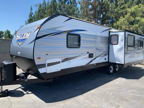 Photo 2017 Forest River Salem 27 Ft. Travel Trailer W Super Slide - $21000 (Rancho Cucamonga)