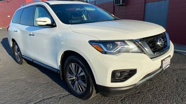 Photo 2017 White Nissan Pathfinder S One Owner Backup Camera - $14,900 (Anaheim)