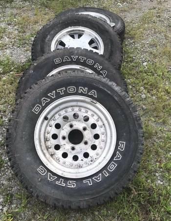 Photo 31X10.5R15 tire n rims DAYTONA - $690 (santa ana)