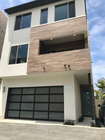 Photo Brand new, 4bed3.5bath, 2 car garage detached home for rent (Newport Beach)