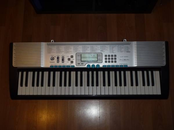 Photo Casio LK-220 Musical Keyboard Digital Piano - SAMPLING - USB - $80 (Orange)