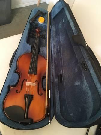 Photo Cecilio Mendini MV300 44 Violin w Case, Shoulder Rest, Bow, Rosin - $50 (Costa Mesa)