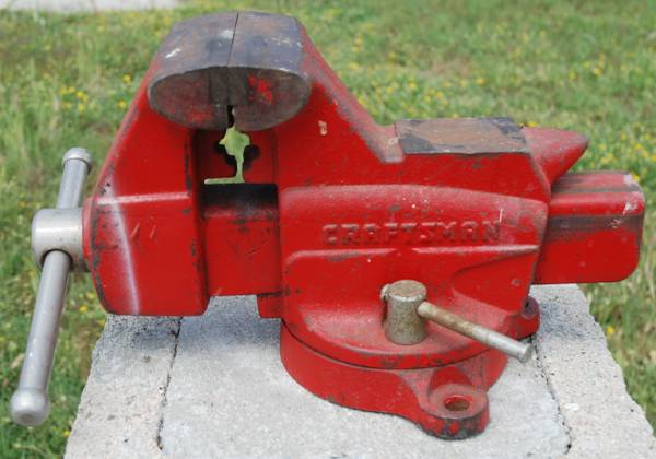 Photo Craftsman 4quot Bench Vise  Swivel Base Pipe Jaws  391-5188 - $120 (Westminster)