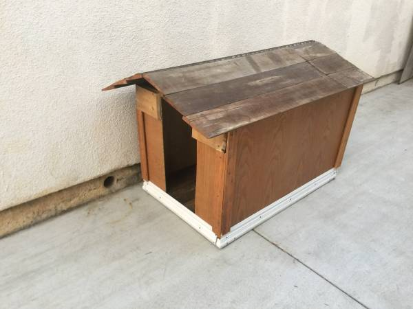 Photo Custom NEW Home Made Clean Good Condition Pet  Dog House - $20 (Tustin)